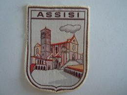 Assisi Italie Ecusson En Tissu Schild Blazoen 5 X 6,8 Cm - Patches