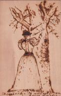 CPA Imprimée Sur Bois - Femme Gravant Un Arbre - Date De 1897!!! - Cartes Postales