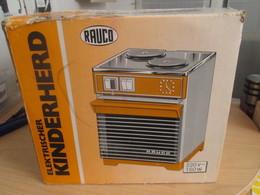 Etonnant !!! JOUET POUR ENFANT Des 70's : FOUR ELECTRIQUE RAUCO (pas Siffredi) 220V 150W Fonctionne Et Chauffe! TB état - Toy Memorabilia