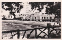 BIARRITZ - PYRÉNÉES  ATLANTIQUES - (64) - CPSM DENTELÉE DE 1951 - BEL AFFRANCHISSEMENT POSTAL AVEC TAMPON.. - Biarritz