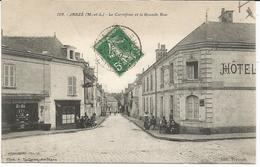 JARZE *** Le Carrefour Et La Grande Rue   *** Cpa Peu Courante Et Animée - Other Municipalities