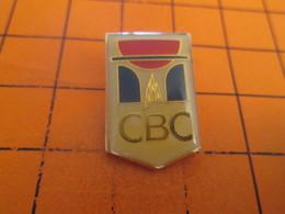 513a Pin's Pins / Beau Et Rare / THEME : SPORTS / BASKET-BALL CLUB CAEN CBC Plombé Par Charlie Badache - Basketball
