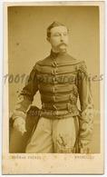 CDV. Portrait D'un Militaire, Annotations Manuscrites Au Dos, Caumont, Mayoum? Par Ghémar Frères Bruxelles - Guerre, Militaire