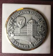 FRANCE - Médaille ASSOCIATION SPORTIVE DE LE POLICE DE PARIS / Presse-papiers - Professionnels / De Société