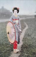 CPA Femme  Asiatique - Geisha En Costume Traditionnel Avec Ombrelle - Costumes