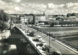 CPM - Le Pont Sur La Charente Et L'Avenue Gambetta - Saintes