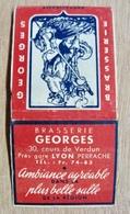POCHETTE D'ALLUMETTES BRASSERIE GEORGES RESTAURANT 30 COURS DE VERDUN LYON PRES GARE PERRACHE AMBIANCE AGREABLE DANS LA - Cajas De Cerillas (fósforos)