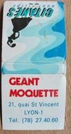 POCHETTE D'ALLUMETTES GEANT MOQUETTE 21 QUAI ST VINCENT LYON TOUS REVETEMENTS DES SOLS / GITANES BOUT FILTRE - Boites D'allumettes