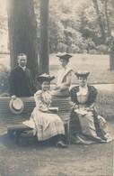 38) Beau Portrait De Groupe - Dames Au Joli Chapeau Fleuri Par Le Photographe De Buisson Fils (Ca 1910) - Allevard