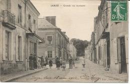 JARZE *** Grande Rue Montante  ***    Cpa Peu Courante Et Très  Animée - Other Municipalities