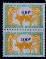 Madagascar 1982 Timbre Fiscal 100 Francs    Neuf    Paire Dont Un Avec Leger Froissement   Rare à Voir - Madagascar (1960-...)