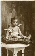 BABY GIRL ON CUSHION, BEBA SOBRE ALMOHADON, BÉBÉ SUR COUSSIN. FOTO CARNAGHI. POSTAL CPA CIRCA 1920 NOT CIRCULATED -LILHU - Retratos