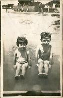 TWO LITTLE CHILDREN, DOS NIÑOS  PEQUEÑOS, DEUX PETITS ENFANTS. POSTAL CPA CIRCA 1920 NOT CIRCULATED -LILHU - Retratos