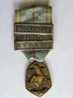 Médaille Commémorative Guerre 1939-1945, 3 Barettes, Allemagne, Libération, Italie - (ruban Abimé) - Germania