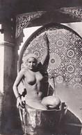 Algérie > Scènes & Types Femme Seins Nues La Douche  A La Fontaine Quartier Réserve Prostitution - Argelia