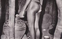 Thèmes > Ethniques & Cultures > Afrique Tchad  Fort Archambault Femme Nue Intérieur De Case - África