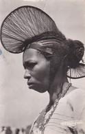 Thèmes > Ethniques Afrique AOF Guinée Coiffure En Cimier D'une Femme De Foutadjalon - África