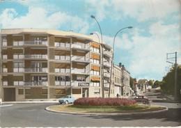 Loire : MONTBRISON : Carrefour Principal  En Face, Route De Saint-étienne ( C.p.s.m. - Grand Format ) - Montbrison