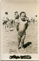 BOY ON THE BEACH, NIÑO EN LA PLAYA, GARÇON A LA PLAGE. FOTO PHOTO YEAR 1956 ARGENTINA SIZE: 9X14 CM -LILHU - Personas Anónimos