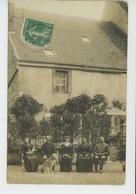 GENAY - Belle Carte Photo Habitants Posant Avec Leur Chien Devant Leur Maison En 1914 - France