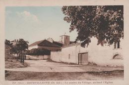 17 GOURVILLETTE LE CENTRE DU VILLAGE AU FOND L'EGLISE - France