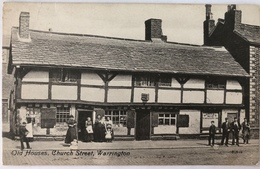 (449) Warrington - Old Houses - Church Street - Manne Ne Vrouwen Staan Buiten. - Angleterre