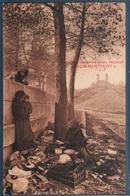 Le Long De La Seine , Un Brin De Causette Avec La Locataire Des Quais , Animée - The River Seine And Its Banks