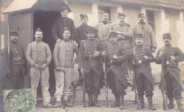 """37. MILITARIA. TOURS(A DESTINATION DE) .CARTE PHOTO """"LE HOUT"""".. CAMP DU RUCHARD.  GROUPE DE MILITAIRES.. ANNEE 1907 - Personnages"""
