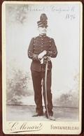 CDV Militaire. Militaria. Le Sous Lieutenant Henri Poupard. 1896. Saint-Cyr ? Photographe Ménard à Fontainebleau. - Oud (voor 1900)