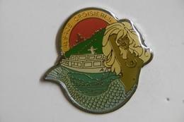 "Pin's - Bateaux ""ALSACE CROISIERE"" Pin-Up SIRENE Blonde Aux Seins Nus - Boats"
