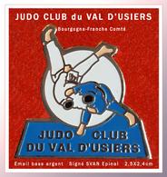 SUPER PIN'S JUDO : CLUB Du VAL D'USIERS En BOURGOGNE-FRANCHE COMTE, DOUBS, émail Base Argent, SVAN EPINAL  2,5X2,4cm - Judo
