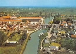 Landrecies Péniche Péniches Canal De La Sambre - Landrecies
