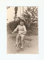 FO--00138-- FOTO ORIGINALE - BAMBINA CON TRICICLO - Foto