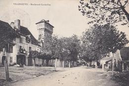 CPA/ Villeneuve D'Aveyron  (12)   Boulevard Cardaillac  Café  Ed ????   Franchise Militaire 76 ème  Régiment - France