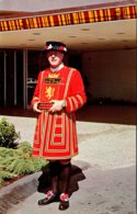 Canada Vancouver Bayshore Inn Hotel Doorman In Authentic Yeoman Of The Guard Beefeater Costume - Professions