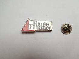 Superbe Pin's En Zamac , Haute Finance , Banque - Banken