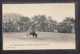 CPA 30 - DANS LE LANGUEDOC - Une Course De Taureaux Dans Un Village TB  ANIMATION Tauromachie Cabanis Nîmes CAMARGUE - France