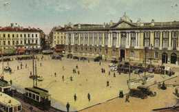 TOULOUSE  La Place Du Capitole TRAMS  BUS  Voitures Colorisée Labouche  RV - Toulouse