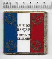 DRAPEAU 1ER REGIMENT DE SPAHIS  En Métal Doré - Drapeaux