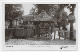 Ealing - The Lychgate, Perivalel - Wakefields - London Suburbs