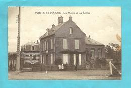 CPA  Ponts Et- Marais  (76) La Mairie Et Les Ecoles  Personnages (tachée,état) - France