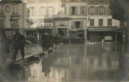 PARIS CARTE PHOTO CRUE 01/1910  RUE DE LA PEPINIERE  AUTOMOBILE BRASIER - Alluvioni Del 1910
