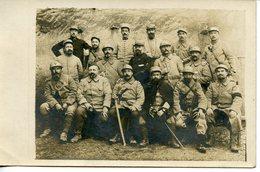 1287. CPA PHOTO GROUPE DE MILITAIRES CHIFFRE 33 (?) SUR LES COLS 1916 - Regimientos