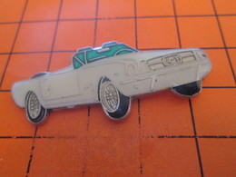 912b Pin's Pins / Beau Et Rare / THEME : AUTOMOBILES / VOITURE AMERICAINE BLANCHE FORD MUSTANG ? - Ford