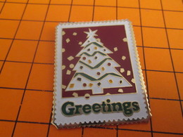 912b Pin's Pins / Beau Et Rare / THEME : POSTES / GRAND TIMBRE POSTE NOEL GREETINGS SAPIN - Mail Services