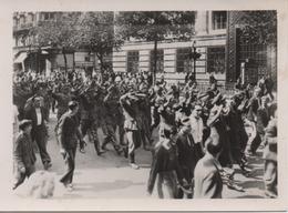 PHOTO    L A P I       LE DEFILE IMPOSANT DES PRISONNIERS ALLEMANDS SUR LES BOULEVARDS - Krieg, Militär