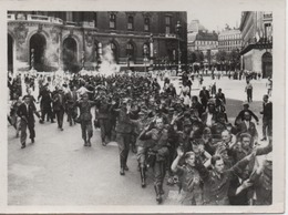 PHOTO    L A P I       DEFILE  DES PRISONNIERS ALLEMANDS RUE MEYERBEER - Guerre, Militaire