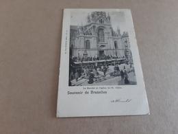Souvenir De BRUXELLES  Le Marché  Et L'église De St Gilles Obl En 1902 - Markten