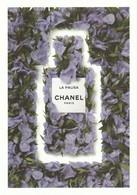 CHANEL **Dans Les Champs De Chanel *** La PAUSA *** Carte Postale - Cartes Parfumées