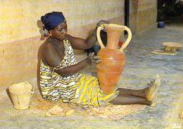 1 AK Tschad Tchad * Fabrication Des Potieres - Eine Frau Beim Töpferhandwerk -The Potter's Craft * IRIS Karte 8227 * - Tschad